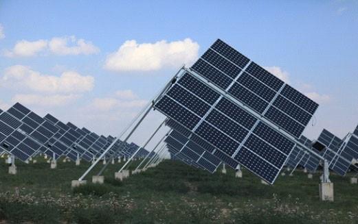 Abengoa表示,名为MountSignalSolar,该206MW电站坐落于加州Calexico,将产生足够能源供应圣地亚哥7.2万户家庭。超过三百万个电池板安装在轴上跟踪太阳轨迹,占地面积为八百零一公顷。   Abengoa为该太阳能发电站完成设计、施工和采购,该电站建设和投产仅历时十六个月,创造七百个当地就业岗位。   该电站将由太阳能发电站所有者SilverRidgePower运营。   加州是太阳能安装量领先的州,今年三月打破太阳能产量纪录。