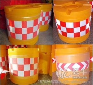 供应大号防撞桶滚塑防撞桶厂家塑料大圆形防撞桶防撞墩水马