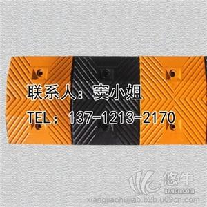 供应新恒安厂家专业生产高强度橡胶减速垄减速带